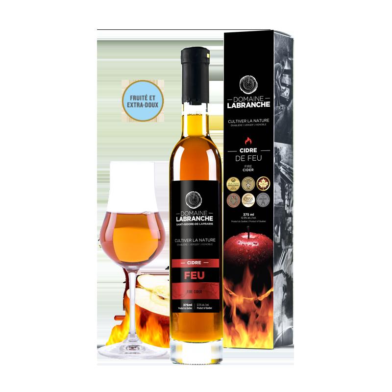 Bottiglia da 375 ml di sidro di fuoco del Quebec di Domaine Labranche con la scatola di imballaggio e un bicchiere