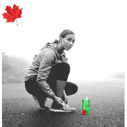 atleet met een fles Maple 3 esdoornwater in volle kracht in Quebec