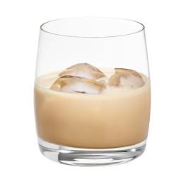 Cocktail con crema di whisky incantesimo su ghiaccio
