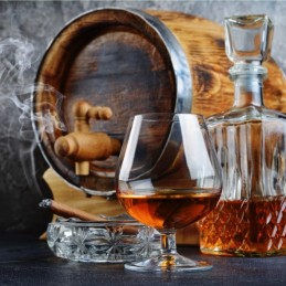 Choc rum speziato chic in un bicchiere