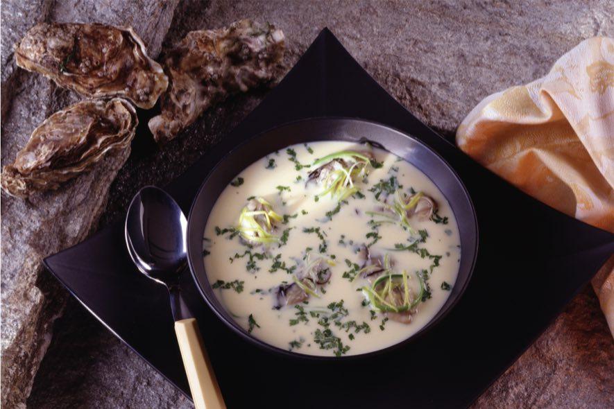 Potage aux huîtres, aux poireaux et au sortilège