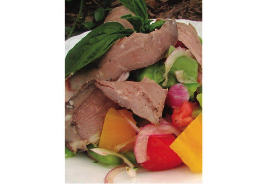 Salade méditerranéenne au smoked meat de canard