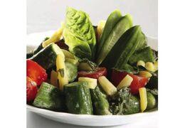 Salade van esdoorn komkommer en gele bonen